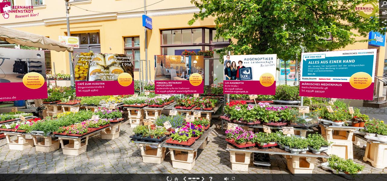 Bürgermeisterstraße mit Angebotskarussell der Werbegemeinschaft Bernauer Innenstadt – Fotograf Stefan Klenke für vr-easy - © BeSt Bernauer Stadtmarketing GmbH