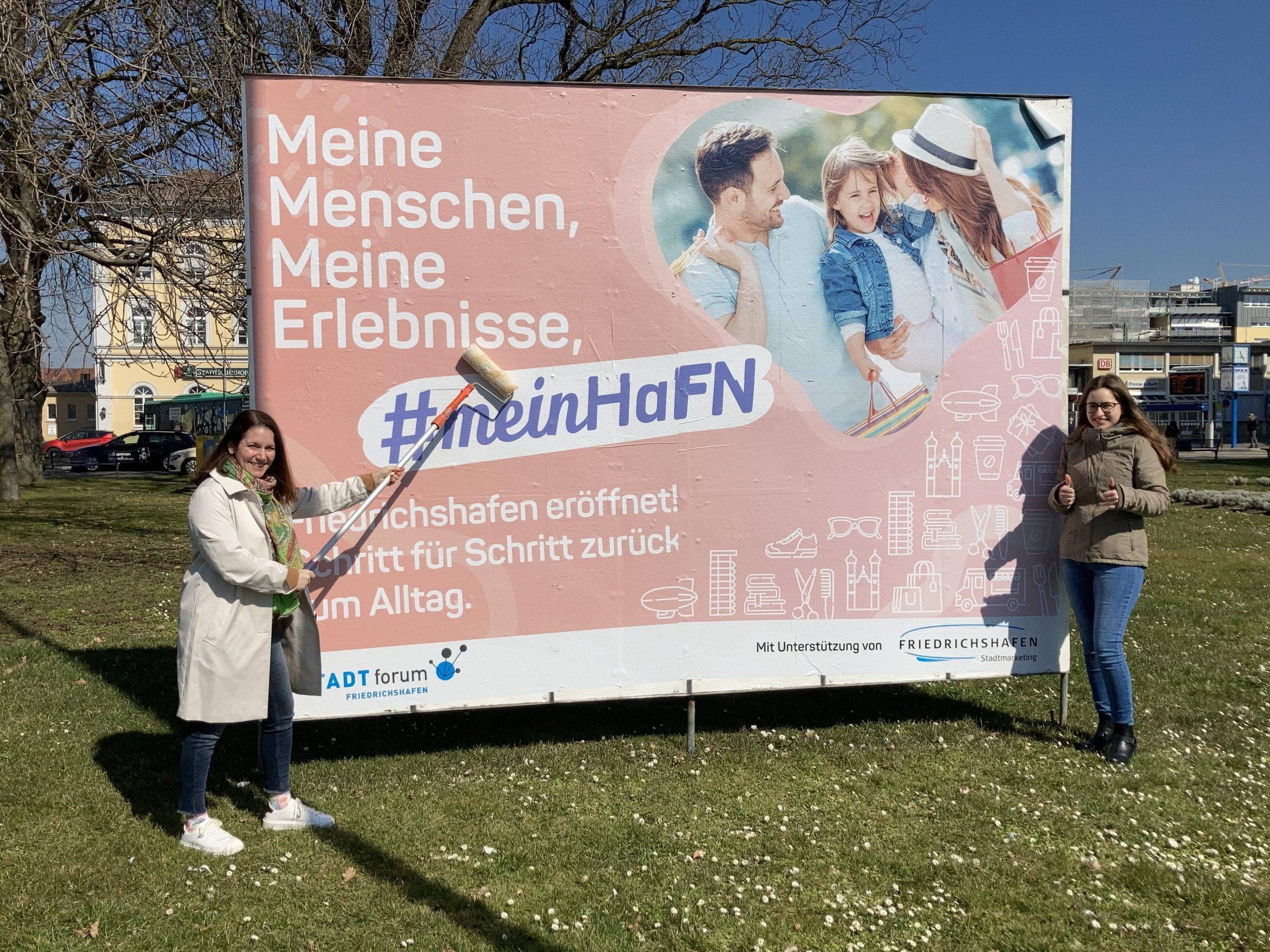 Plakatierung mit Großflächenplakat – Fotografin Carina Bonanno – © Stadtmarketing Friedrichshafen GmbH