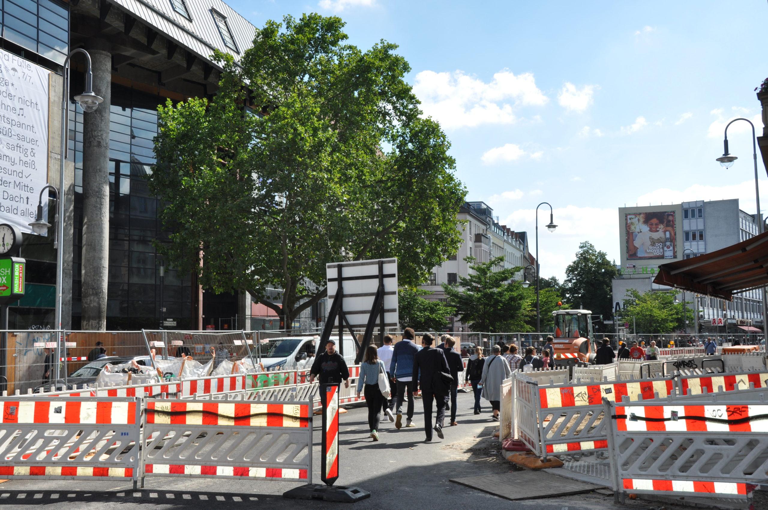 Unterwegs_Bilateraler Austausch auf den Wegen zwischen den Projekten_LOKATION:S_Aktion Karl_Marx_Straße